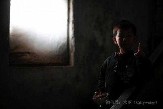 300多儿童因排污血铅超标
