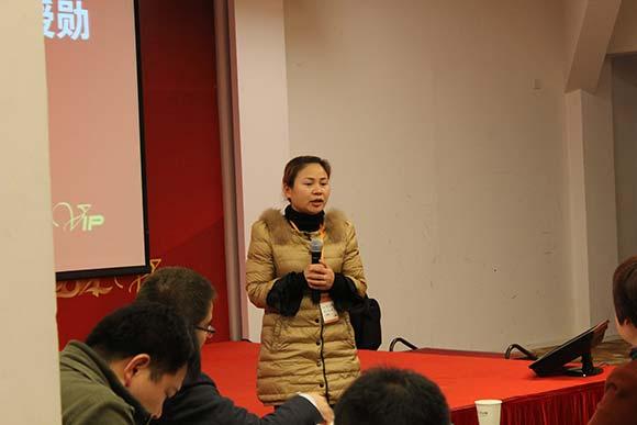 水丽恳谈会湖南客户刘总交流她的营销之道